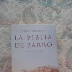 Libros de segunda mano: LA BIBLIA DE BARRO,DE JULIA NAVARRO (CIRCULO DE LECTORES. CARTONE CON SOBRECUBIERTA). Lote 124726619