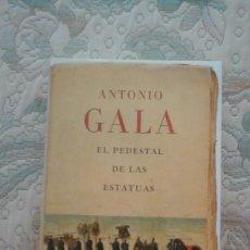 Libros de segunda mano: EL PEDESTAL DE LAS ESTATUAS, DE ANTONIO GALA (EDITORIAL PLANETA, CARTONE CON SOBRECUBIERTA). Lote 124743911