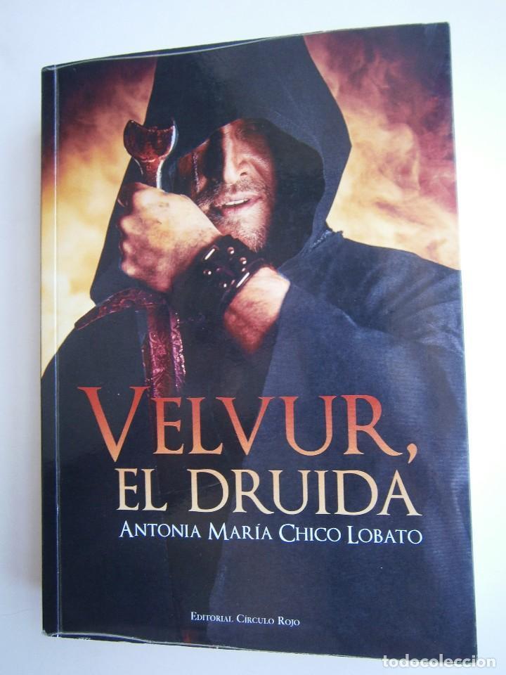 Libros de segunda mano: VELVUR EL DRUIDA Antonia Chico Lobato Circulo Rojo 1 edicion 2015 - Foto 2 - 128940935