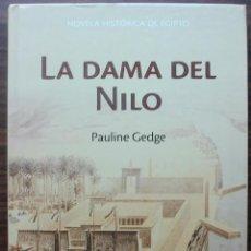 Libros de segunda mano: LA DAMA DEL NILO. PAULINE GEDGE. Lote 136284818