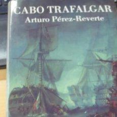 Libros de segunda mano: CABO TRAFALGAR UN RELATO NAVAL ARTURO PÉREZ-REVERTE EDIT ALFAGUARA AÑO 2004. Lote 137301230