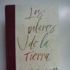 Libros de segunda mano: LOS PILARES DE LA TIERRA. KEN FOLLET. DEBOLSILLO. TAPA DURA. TRADUCCIÓN DE ROSALÍA VÁZQUEZ.. Lote 142093302