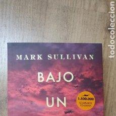 Libros de segunda mano: BAJO UN CIELO ESCARLATA. MARK SULLIVAN. Lote 146619597