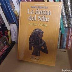 Libros de segunda mano: LA DAMA DEL NILO PAULINE GEDGE. Lote 148560804