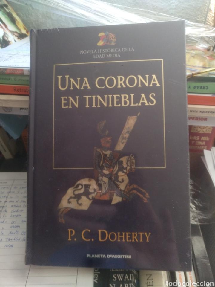 UNA CORONA EN TINIEBLAS P.C. DOHERTY (Libros de Segunda Mano (posteriores a 1936) - Literatura - Narrativa - Novela Histórica)