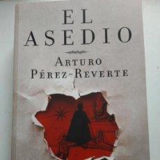 Libros de segunda mano: ASEDIO/ARTURO PEREZ REVERTE. Lote 164660652