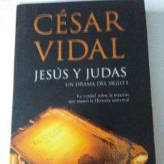 Libros de segunda mano: JESUS Y JUDAS . CESAR VIDAL ( BOOKET ). Lote 176978118