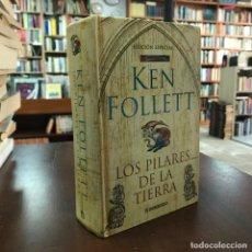 Libros de segunda mano: LOS PILARES DE LA TIERRA - KEN FOLLETT. Lote 177532547