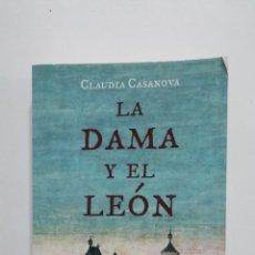 Libros de segunda mano: LA DAMA Y EL LEÓN. CLAUDIA CASANOVA. TDK393. Lote 183370833