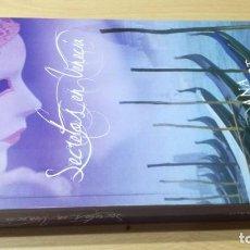 Libros de segunda mano: SECRETOS EN VENECIA - ANA ROSENROT - / H504. Lote 183642063