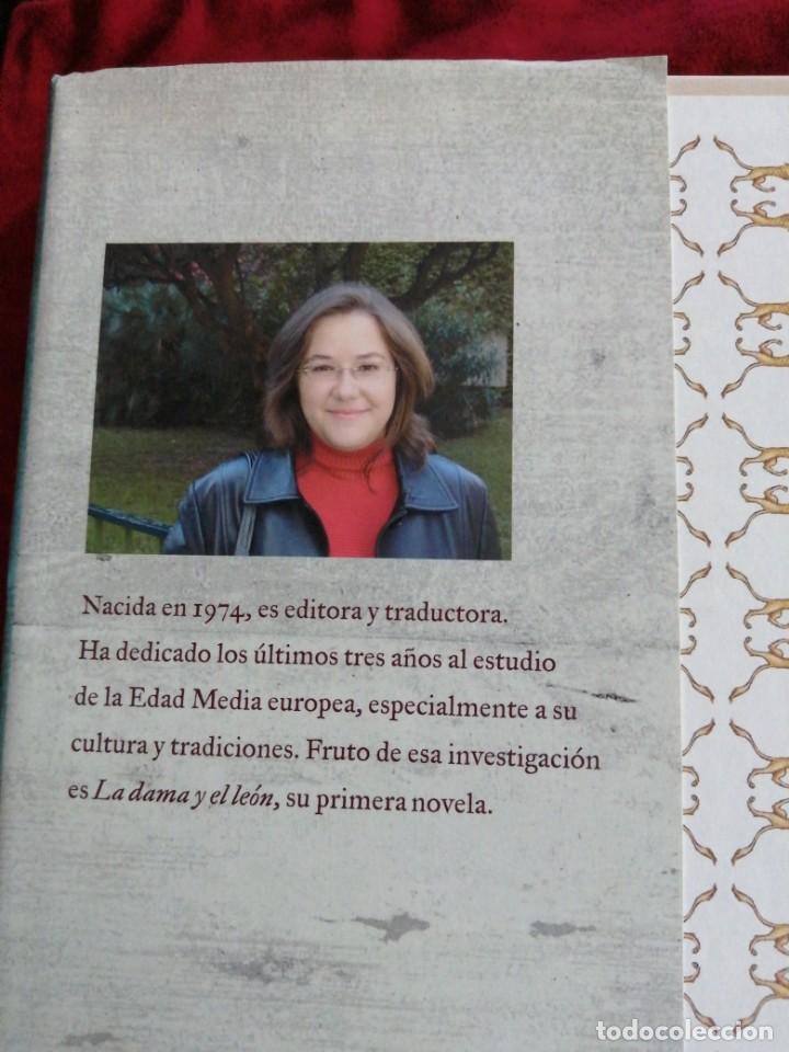 Libros de segunda mano: LA DAMA Y EL LEON. CLAUDIA CASANOVA. - Foto 2 - 187434388