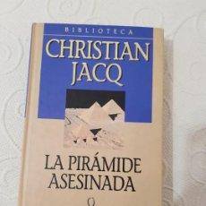 Libros de segunda mano: LA PIRÁMIDE ASESINADA, CHRISTIAN JACQ, NOVELA HISTÓRICA, PLANETA, 2001. Lote 191937481