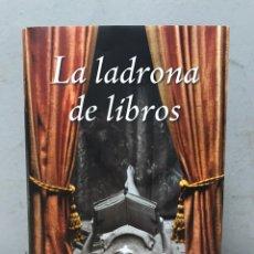 Libros de segunda mano: LA LADRONA DE LIBROS POR MARKUS SUZAK. Lote 192475516