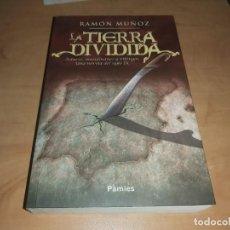 Libros de segunda mano: LA TIERRA DIVIDIDA LIBRO DE NOVELA HISTORICA ,RAMON MUÑO (446 PAG) COMO NUEVO(COMPRA MINIMA 15 EUR). Lote 194366878