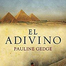 Libros de segunda mano: EL ADIVINO PAULINE HEDGE EGIPTO NOVELA HISTÓRICA. Lote 194649067