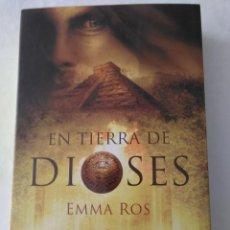 Libros de segunda mano: EN TIERRA DE DIOSES . EMMA ROSS ( UMBRIEL ). Lote 195092552