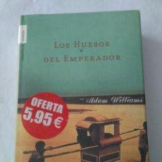 Libros de segunda mano: LOS HUESOS DEL EMPERADOR .ADAM WILLIAMS ( ROCA ). Lote 195125436