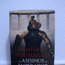 Libros de segunda mano: LOS ASESINOS DEL EMPERADOR - SANTIAGO POSTEGUILLO TAPA DURA. Lote 195239138