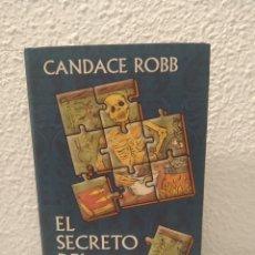 Libros de segunda mano: EL SECRETO DEL BOTICARIO CANDANCE ROBB. Lote 200527733