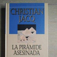 Libros de segunda mano: LA PIRAMIDE ASESINADA DE CHRISTIAN JARQ. TAPA DURA, BUEN ESTADO.. Lote 201281297