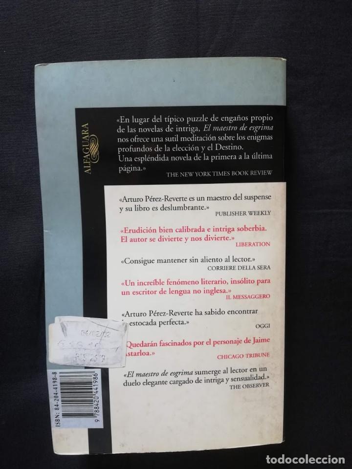 Libros de segunda mano: EL MAESTRO DE ESGRIMA - ARTURO PÉREZ-REVERTE (ALFAGUARA) - Foto 2 - 205555880