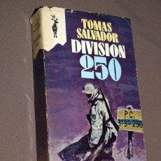 Livros em segunda mão: DIVISIÓN 250. TOMÁS SALVADOR. EDICIONES G.P., 1970. COL. RENO, Nº 368. DIVISIÓN AZUL. Lote 206170316