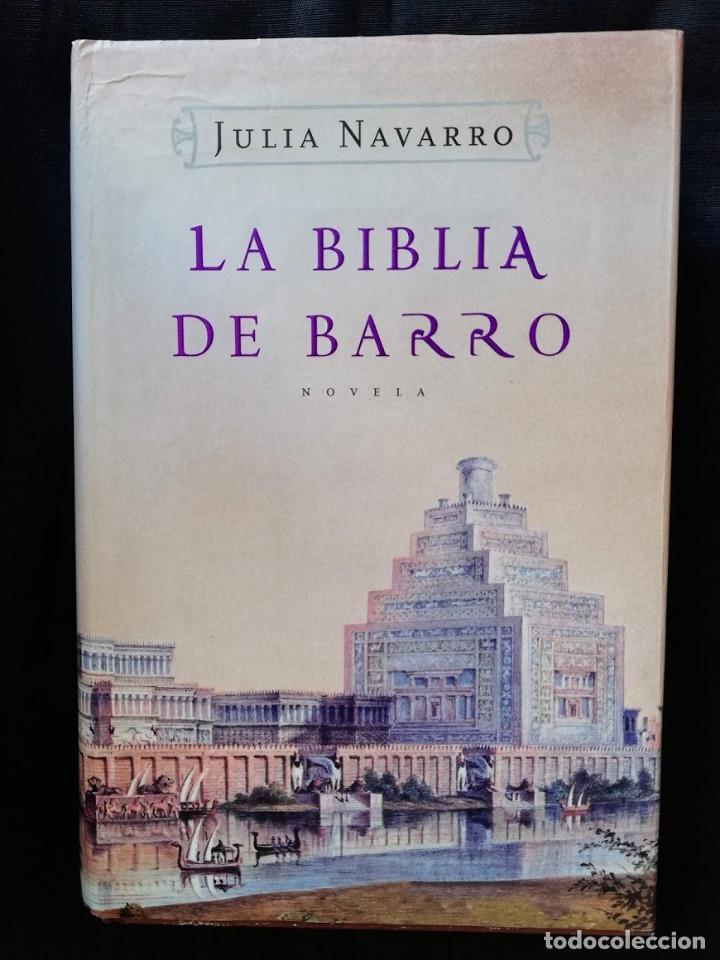 LA BIBLIA DE BARRO - JULIA NAVARRO. (TAPA DURA LETRA GRANDE) (Libros de Segunda Mano (posteriores a 1936) - Literatura - Narrativa - Novela Histórica)