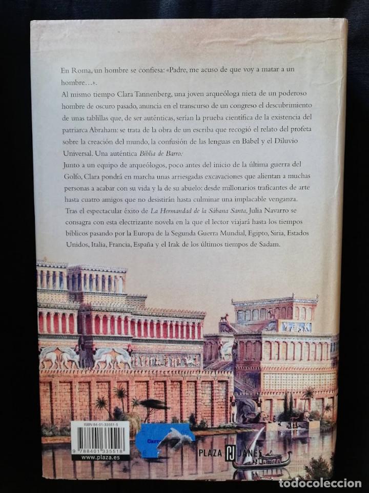 Libros de segunda mano: LA BIBLIA DE BARRO - JULIA NAVARRO. (TAPA DURA LETRA GRANDE) - Foto 2 - 206915245