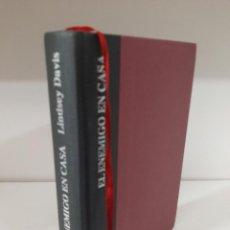 Libros de segunda mano: EL ENEMIGO EN CASA, LINDSAY DAVIS, NOVELA II DE LA SERIE FLAVIA ALBIA, EDHASA, 2015. Lote 207111703