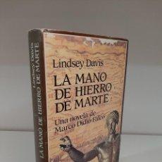 Livros em segunda mão: LA MANO DE HIERRO DE MARTE, LINDSAY DAVIS, NOVELA IV DE LA SERIE MARCO DIDIO FALCO, EDHASA, 1993. Lote 207963346