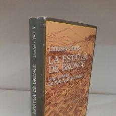 Livros em segunda mão: LA ESTATUA DE BRONCE, LINDSAY DAVIS, NOVELA II DE LA SERIE MARCO DIDIO FALCO, EDHASA, 1992. Lote 207963682