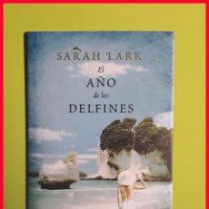 Libros de segunda mano: EL AÑO DE LOS DELFINES, DE SARAH LARK - TAPA DURA. Lote 168176308