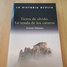Libros de segunda mano: TIERRA DE OLVIDO. LA SENDA DE LOS CÁTAROS (ANTONI DALMAU). Lote 216451525