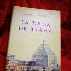 Libros de segunda mano: LA BIBLIA DE BARRO- JÚLIA NAVARRO, ED. PLAZA & JANÉS. 2005.. Lote 217273077