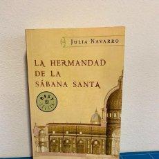 Libros de segunda mano: LA HERMANDAD DE LA SÁBANA SANTA - JULIA NAVARRO. Lote 223506473