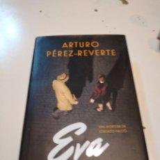 Libros de segunda mano: G-59 LIBRO ARTURO PEREZ REVERTE EVA UNA AVENTURA DE LORENZO FALCO. Lote 229921900
