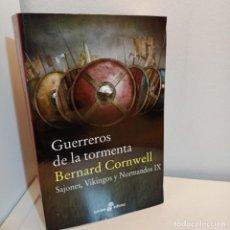 Libros de segunda mano: GUERREROS DE LA TORMENTA, SAJONES, VIKINGOS Y NORMANDOS Nº IX, BERNARD CORNWELL, EDHASA, 2018. Lote 232443770