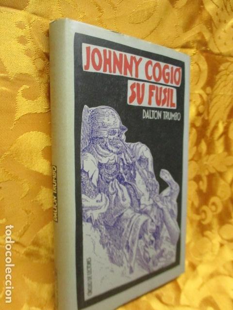 Libros de segunda mano: JOHNNY COGIO SU FUSIL - DALTON TRUMBO - CIRCULO DE LECTORES - Foto 2 - 235375345