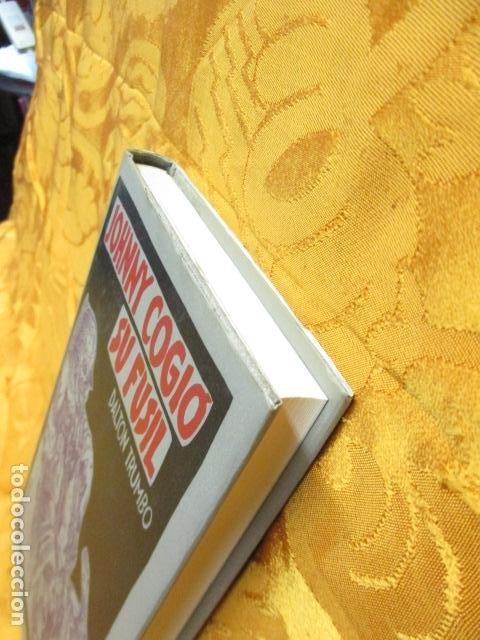 Libros de segunda mano: JOHNNY COGIO SU FUSIL - DALTON TRUMBO - CIRCULO DE LECTORES - Foto 3 - 235375345
