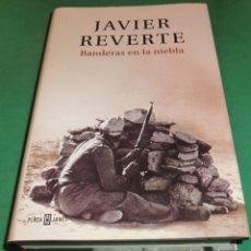 Libros de segunda mano: BANDERAS EN LA NIEBLA - JAVIER REVERTE (LIBRO TOTALMENTE NUEVO). Lote 240245735