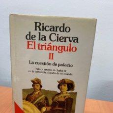 Libros de segunda mano: EL TRIÁNGULO II. LA CUESTIÓN DEL PALACIO. RICARDO DE LA CIERVA. ED. PLANETA.1990.. Lote 261173230