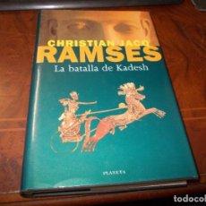 Livros em segunda mão: RAMSÉS LA BATALLA DE KADESH, CHRISTIAN JACQ. PLANETA 1ª ED. OCTUBRE 1.997. Lote 269700183
