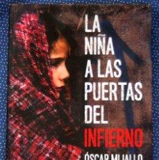 Libros de segunda mano: LA NIÑA A LAS PUERTAS DEL INFIERNO - ÓSCAR MIJALLO GÓMEZ - EDITORIAL KAILAS.. Lote 269961503