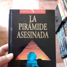 Libros de segunda mano: CHRISTIAN JACQ LA PIRÁMIDE ASESINADA EL EGIPTO DE LOS FARAONES PLANETA DEAGOSTINI. Lote 271545138