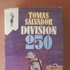 Libros de segunda mano: TOMAS SALVADOR - DIVISION 250 **TAPA BLANDA CON SOBRECUBIERTA. Lote 278598723