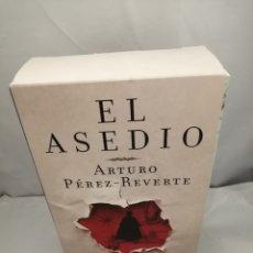 Libros de segunda mano: DOS LIBROS EN ESTUCHE ILUSTRADO: EL ASEDIO / LOS DOCUMENTOS DEL ASEDIO, CÁDIZ 1810-1812. Lote 289401778
