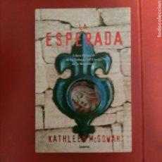Libros de segunda mano: KATHLEEN MCGOWAN - LA ESPERADA (LIBRO PRIMERO DE LA TRILOGÍA DEL LINAJE) - EDICIONES UMBRIEL 2006. Lote 294927118