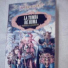 Libros de segunda mano: LA TUMBA DE HUMA.CRÓNICAS DE DRAGONLANCE 2 DE MARGARET WEIS Y TRACY HICKMAN. Lote 36338033