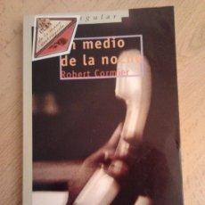 Libros de segunda mano: LIBRO COLECCIÓN GRAN ANGULAR. EN MEDIO DE LA NOCHE (ROBERT CORMIER). Lote 29776602