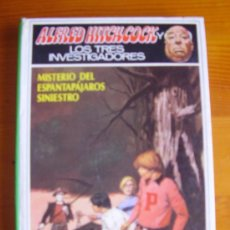 Libros de segunda mano: LIBRO ALFRED HITCHCOCK LOS TRES INVESTIGADORES: MISTERIO DEL ESPANTAPÁJAROS SINIESTRO (1981) MOLINO. Lote 31425537